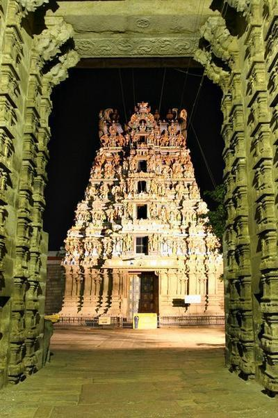 Pre-dawn-West-gate-Madurai-Temple-