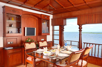 House boat 7
